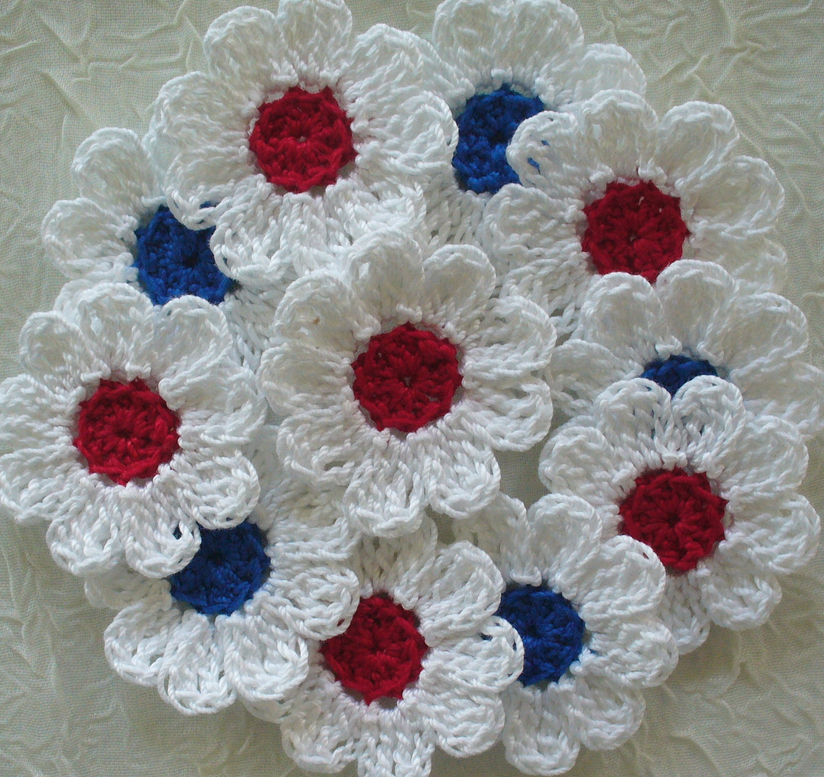 Red white and blue crochet daisy flowers set of 16 appliques red white and blue crochet daisy flowers set of 16 appliques embellishments izmirmasajfo